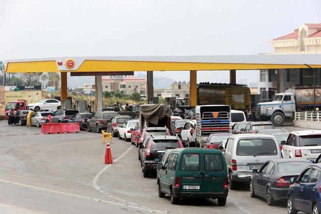 نقص الوقود يدفع لبنان إلى حافة الهاوية