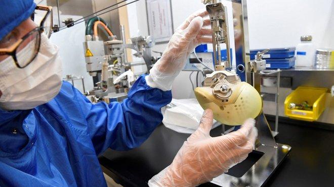 شركة فرنسية تعلن أنها باعت للمرة الأولى قلبا اصطناعيا من صنعها في إيطاليا