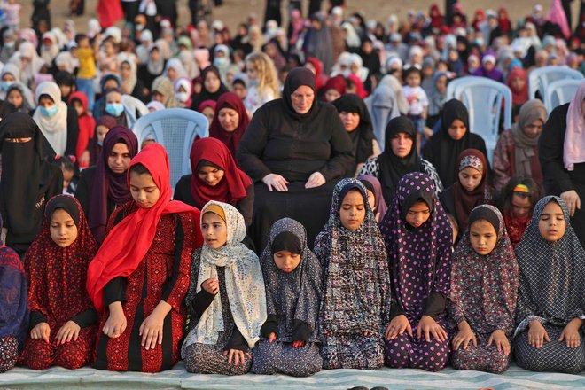 المصلون يؤدون صلاة عيد الأضحى في مختلف أنحاء العالم