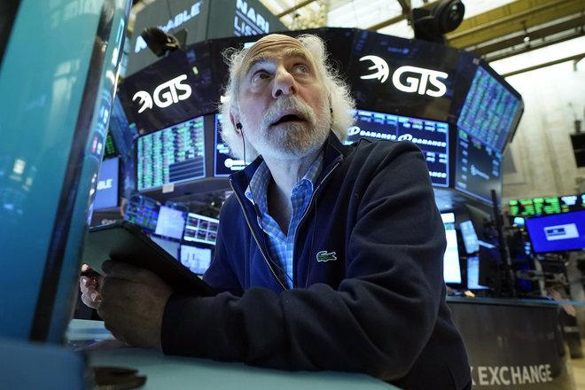 التفاؤل الاقتصادي يصعد بالأسهم الأمريكية 1% بعد سلسلة أيام من الخسائر