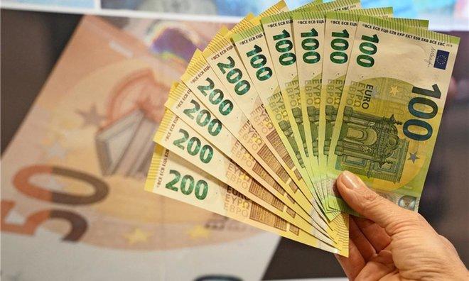اليورو قرب أدنى مستوياته في ثلاثة أشهر ونصف