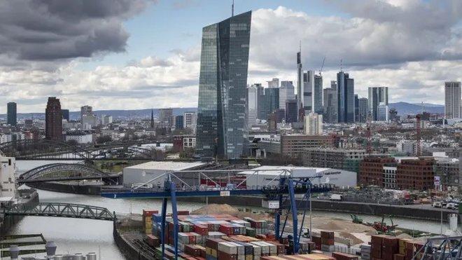 المركزي الأوروبي يتعهد بدعم أطول لاقتصاد منطقة اليورو