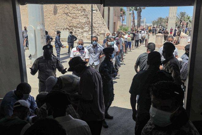 مراكز ميدانية للتلقيح في العاصمة الليبية بعد تسارع تفشي كوفيد-19