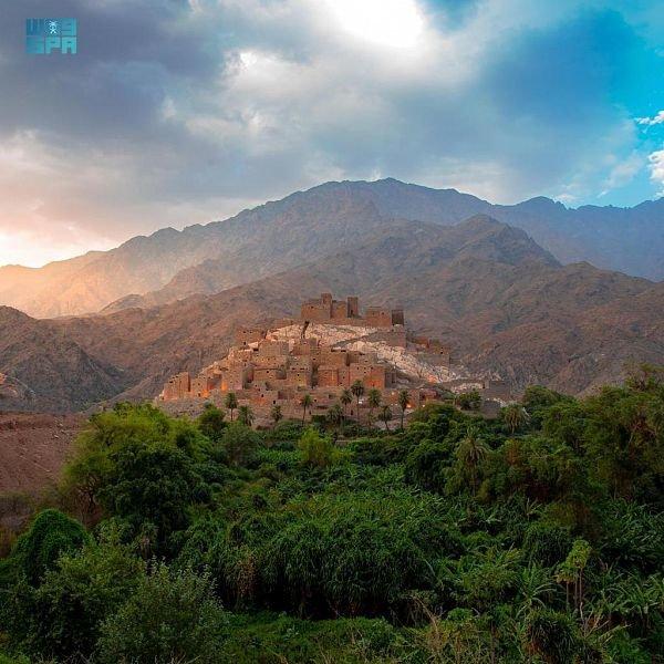 قرية ذي عين.. حصن الطبيعة والتراث والمياه المتدفقة
