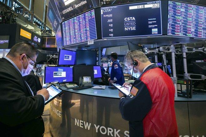 الأسهم الأمريكية تتراجع بسبب هبوط شركات التكنولوجيا