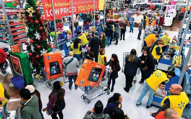 إنفاق غير متوقع للمستهلكين الأمريكيين .. والتضخم يفوق هدف «الفيدرالي»