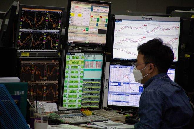 صناديق السندات والأسهم تستقطب 35.9 مليار دولار .. و25.1 مليار للنقد
