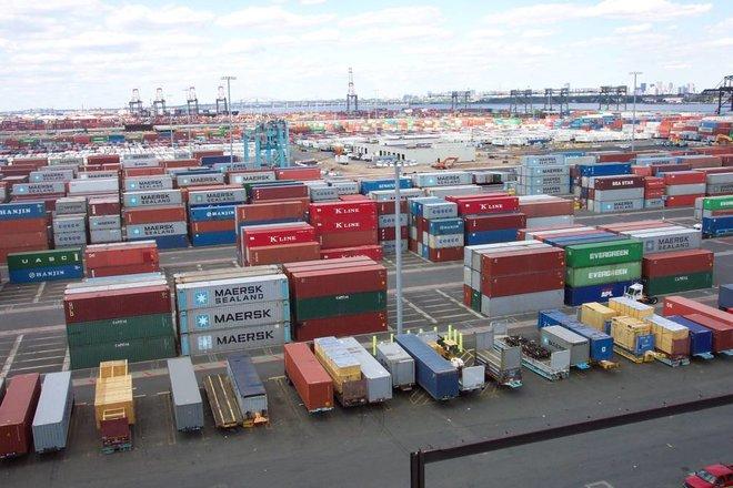 ارتفاع أسعار الشحن البحري إلى مستويات قياسية .. عجز في السفن والحاويات الفارغة