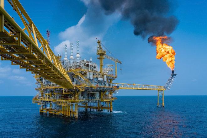 النفط يرتفع بنسبة 1.3% إلى 77.16 دولارا للبرميل