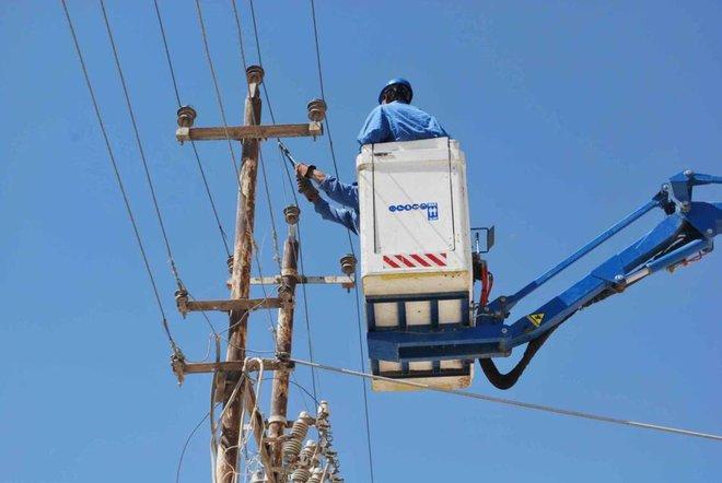 خطوط وأبراج نقل الطاقة الكهربائية تواجه أعمالا تخريبية في العراق