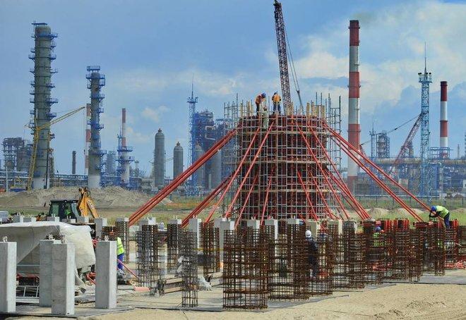السوق النفطية تكافح للعودة إلى الاستقرار .. انكماش نشاط المصانع الصينية يثير مخاوف الطلب