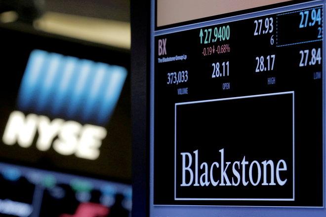 الأسهم الأمريكية تغلق على انخفاض طفيف بفعل مخاوف الفيروس وتباطؤ الاقتصاد