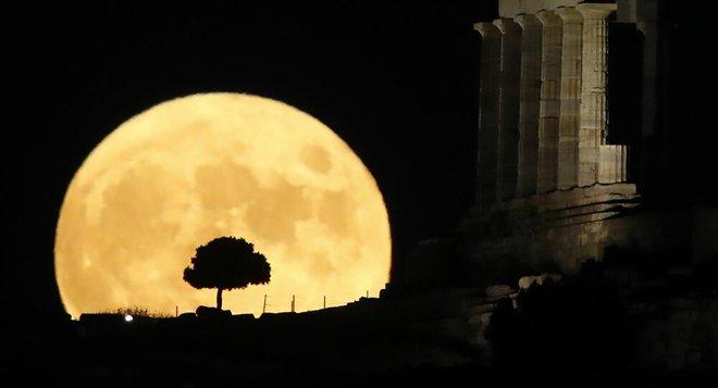 120 موقعا أثريا تفتح بالمجان بمناسبة اكتمال القمر في اليونان
