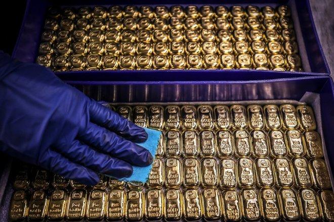 الذهب يتراجع بفعل الحذر قبل بيانات الوظائف الأمريكية