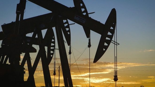 """أسعار النفط تهبط في ظل نفاد قوة دفع الانتعاش.. """"برنت"""" عند 72.6 دولارا"""