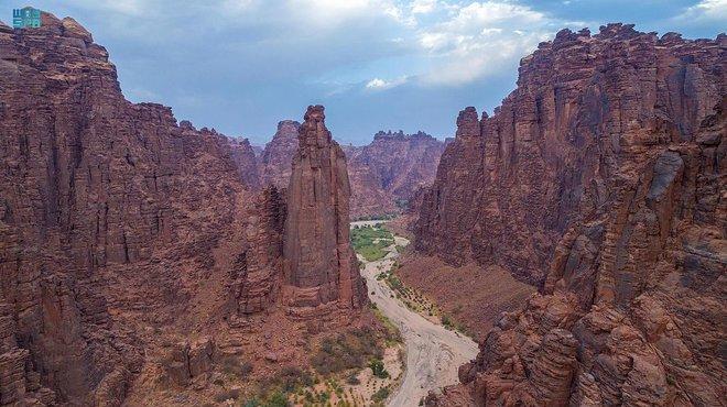 """وادي الديسة يأسر زوار تبوك بتضاريسه ومغامراته في """"صيف السعودية"""""""