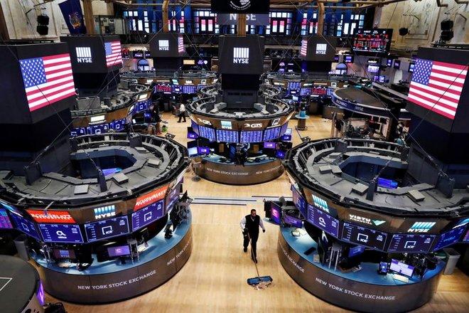 الأسهم الأمريكية تغلق عند مرتفعات قياسية
