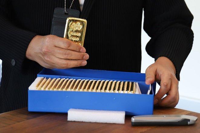 الذهب ينخفض ويتجه لتسجيل أسوأ أداء أسبوعي منذ يونيو