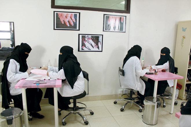 """""""التدريب التقني"""" يتفق مع لجنة الصالونات النسائية لتوظيف الكوادر الوطنية في القطاع"""