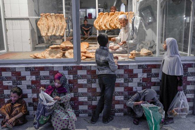 بعد شهر من سقوط كابول .. الأزمة الاقتصادية تلاحق طالبان