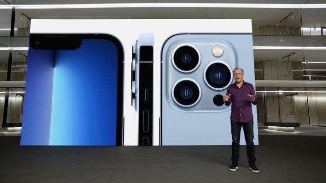 """""""أبل"""" تقدم هواتفها الجديدة وسط مشاكل متعددة على أكثر من جبهة"""