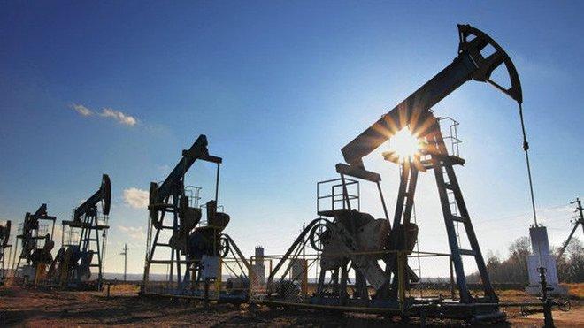 أسعار النفط تقفز ما يزيد عن دولارين بعد انخفاض المخزونات الأمريكية