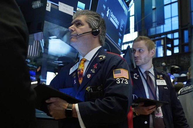 المؤشرات الأمريكية تستقر بعد ارتفاع مفاجئ لمبيعات التجزئة
