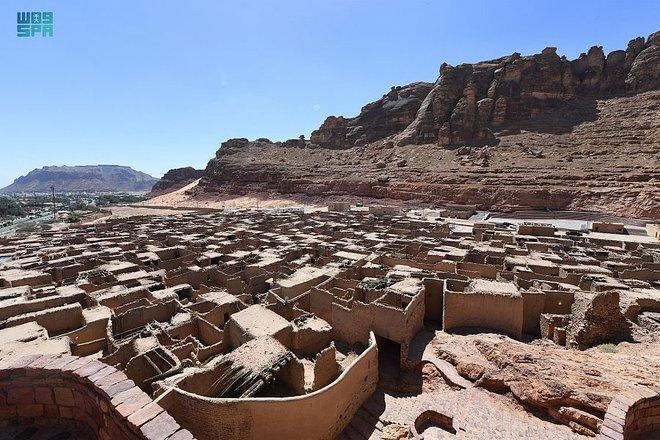في صخورها بريق الماضي وأصالته.. العلا تصحب السياح في رحلة إلى عاصمة العالم القديم