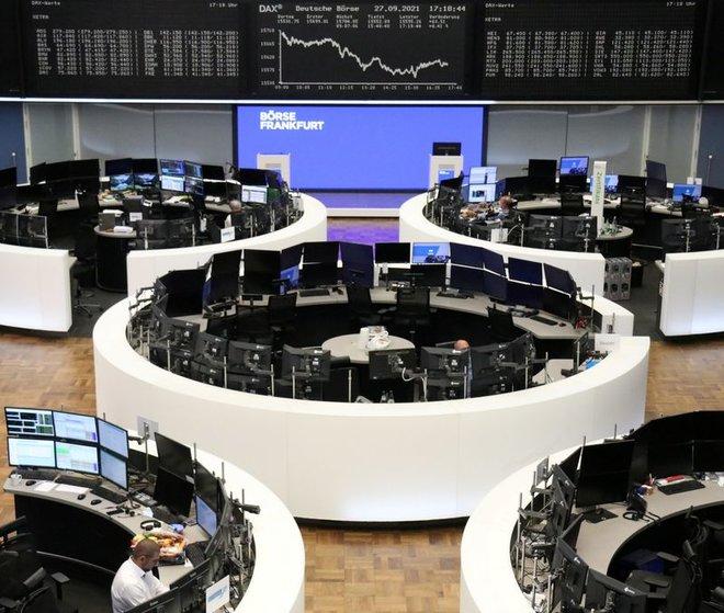 الأسهم الأوروبية تنخفض 2%.. أدنى مستوى في أسبوع