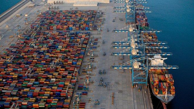 """""""القابضة إيه دي كيو"""" تعتزم إدراج شركة موانئ أبوظبي في سوق الأوراق المالية"""