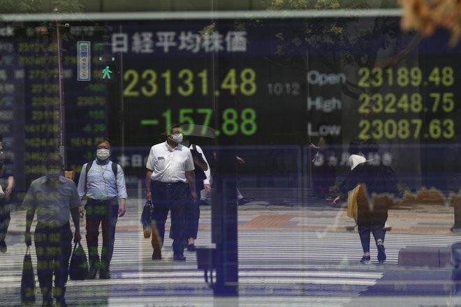 الأسهم اليابانية تتراجع بفعل مخاوف من تباطؤ النمو .. قطاع النقل الجوي يهبط 1.7%