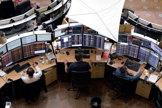 الأسهم الأوروبية تقلص خسائرها بعد إبطاء البنك المركزي للتحفيز