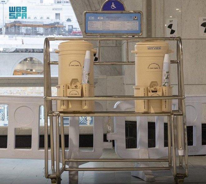 إعادة تشغيل 155 مشربية و20 ألف حافظة ماء زمزم في المسجد الحرام