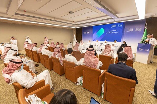 """الفالح: """"الاستراتيجية الوطنية"""" ستضع أرضا صلبة للاستثمار في السعودية"""