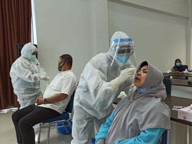 إندونيسيا تخفض مدة الحجر الصحي للقادمين إلى 5 أيام