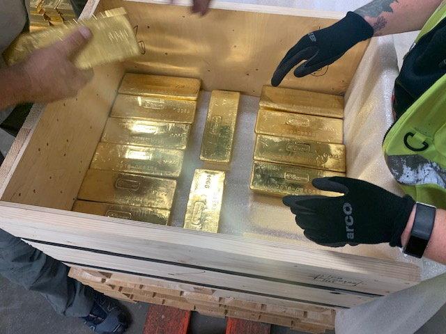 الذهب يقفز 2% إلى 1793 دولارا للأوقية مع تراجع الدولار والعوائد الأمريكية
