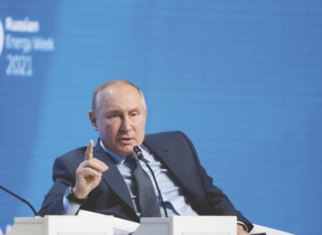 بوتين: وصول سعر النفط إلى 100 دولار للبرميل أمر ممكن تماما