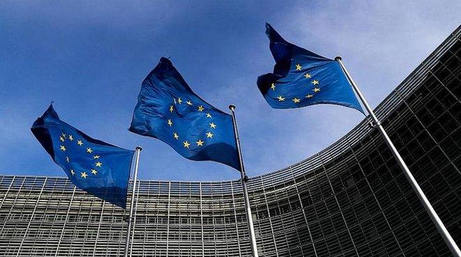 """الاتحاد الأوروبي يقترح على بريطانيا انشاء """"ممر سريع"""" لنقل البضائع الى ايرلندا الشمالية"""