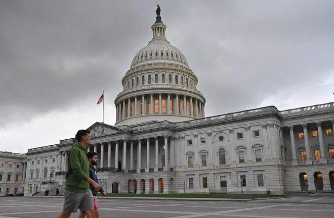 الولايات المتحدة ترفع الاقتراض الحكومي إلى 28.9 تريليون دولار