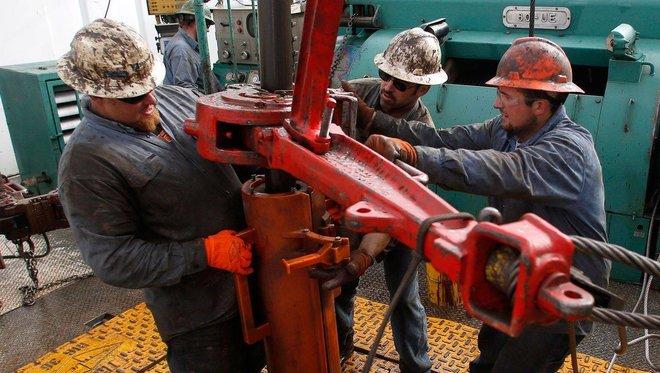 النفط يقلص مكاسبه بعد زيادة المخزونات الأمريكية