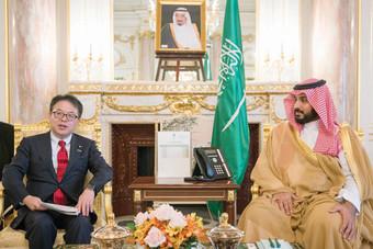 ولي ولي العهد يبحث مجالات الشراكة مع وزير الاقتصاد الياباني
