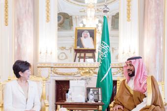 الأمير محمد بن سلمان يبحث تجربة طوكيو «الذكية» مع يوركيو كويكي