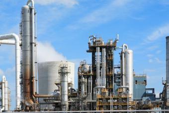 """مسؤول سعودي لـ """"الاقتصادية"""" : أنباء تهديد السعودية برفع إنتاجها النفطي إلى 12 مليون برميل غير صحيحة"""