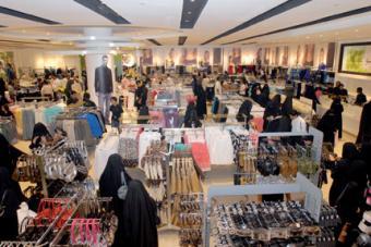 50 سعودية ينفذن قرارا وزاريا بالعمل في محال المستلزمات النسائية الداخلية
