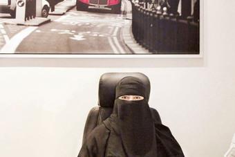 أول فتاة سعودية تنشئ مشروع مكتب سياحي بكوادر وطنية نسائية