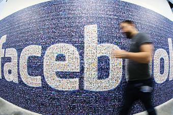 «فيسبوك» يكمل عقده الأول باحثا عن الشعبية ومهددا من المنافسين