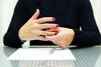 كيف ينبغي أن يتم  طلاق المرأة؟