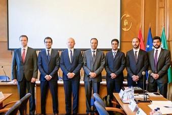 محافظ هيئة الزكاة والدخل يطلع على تجربة المجر في تحسين التعاملات الضريبية والتحول الرقمي