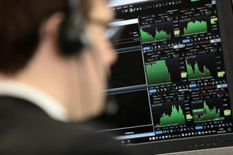 الأسهم البريطانية تغلق على ارتفاع