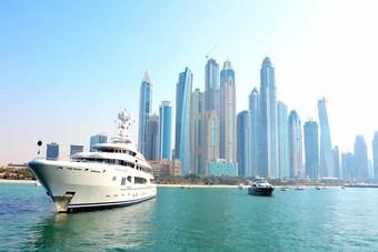 دبي : انخفاض أسعار العقارات السكنية الفاخرة 1.9% خلال النصف الأول